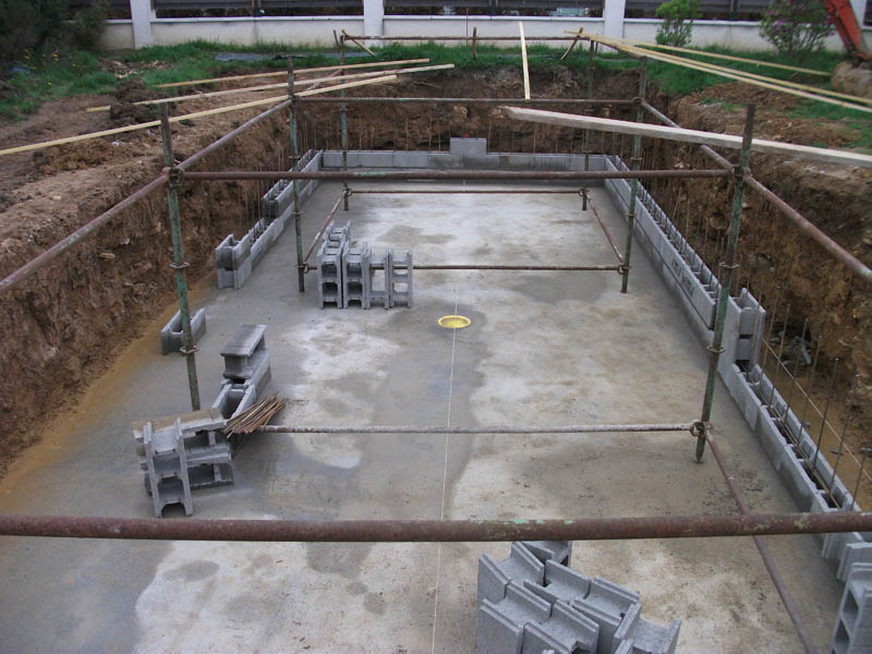 Agglo bancher piscine for Technique construction piscine