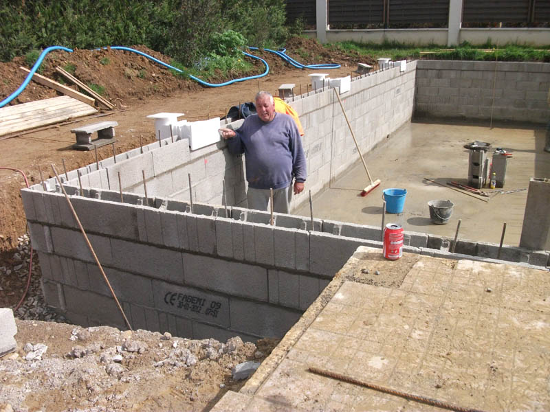 Piscines beaune les tapes de la construction d 39 une for Buse de refoulement piscine