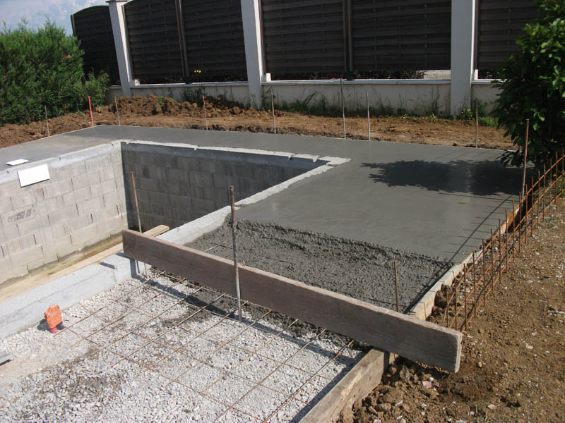 Piscines beaune les tapes de la construction d 39 une for Epaisseur mini dalle beton exterieur
